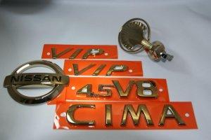 画像1: エンブレム ゴールドメッキ【ニッサン シーマ F50】ボンネットマスコット/リア3点/ピラーVIP 6点セット/ボンネットマスコット、シーマロゴ、ニッサンマーク、4.5V8、ピラー用VIP左右