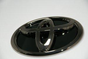 画像2: 【ブラックメッキエンブレム】トヨタ 70ヴォクシー フロントグリル用トヨタマーク・ブラック鏡面プレート付