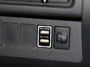 画像1: スマートUSBユニット 【ハイゼットジャンボ・ハイゼットトラック・カーゴ  S500P/510P・S320/321・330/331Vダイハツ】 J-NEXT・インテリアパーツ